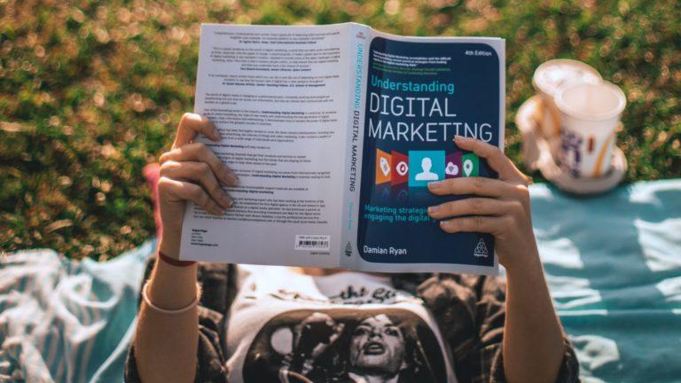 digital-marketing-elio-santos-unsplash-1920x1080
